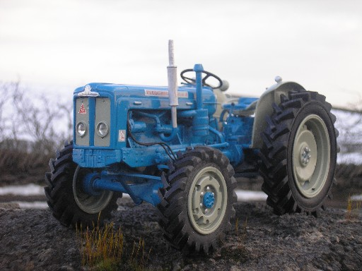 RJN Classic Tractors Fordson Roadless 6/4  tractor Model